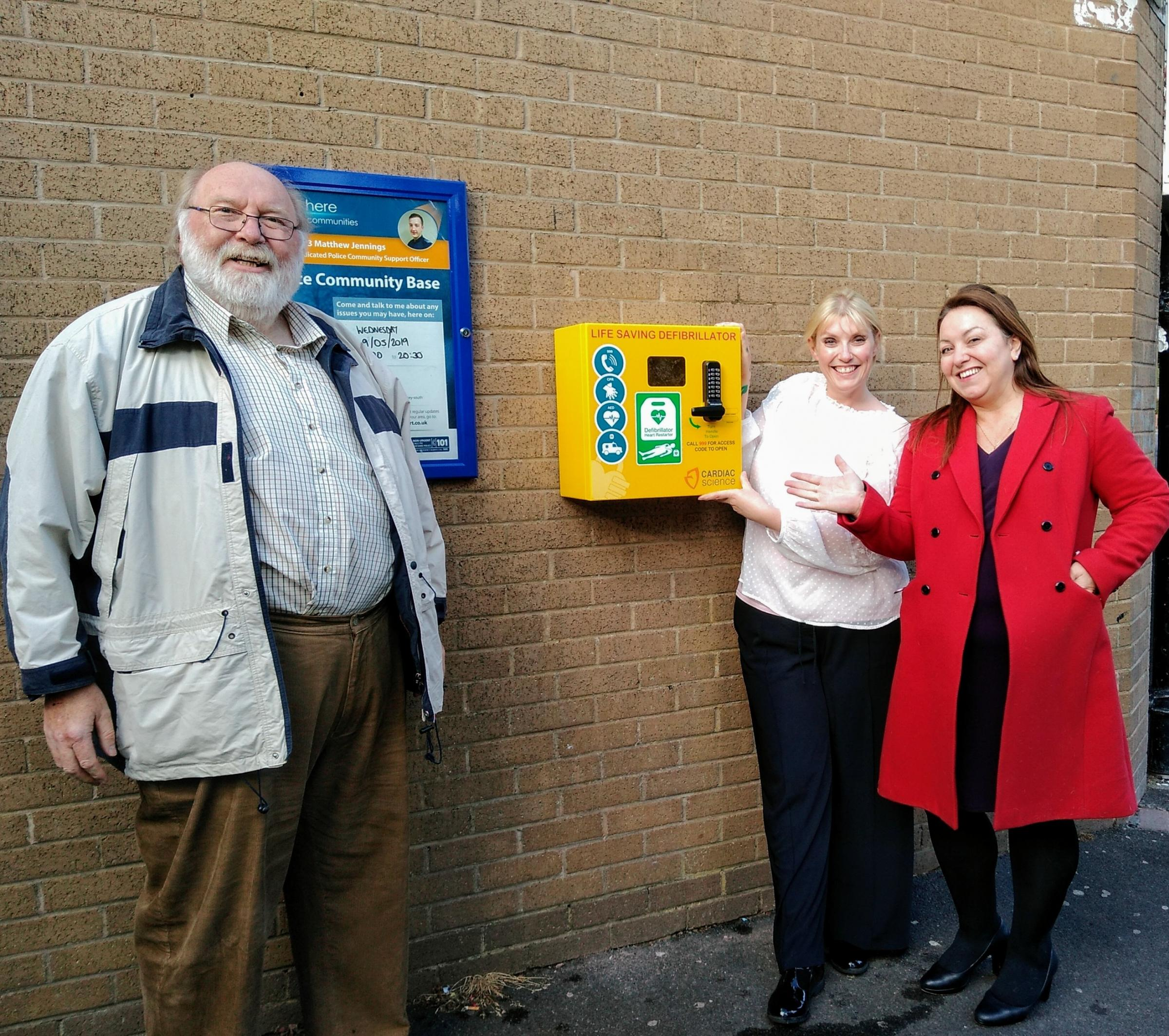 Lifesaving defibrillator installed at Hood Manor Community Centre