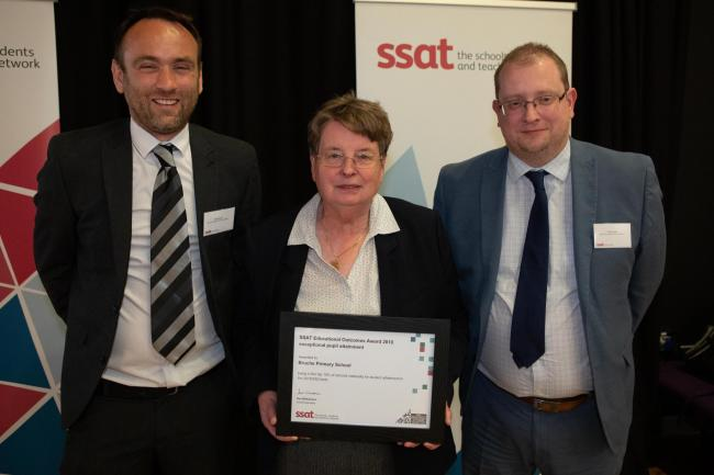 Bruche Primary School headteacher Chris Jones and year six teacher Chris Gould receiving the award from SSAT chief executive Sue Williamson.
