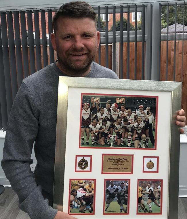 Lee Briers is auctioning off his 1997 Challenge Cup winners' medal in aid of the Steve Prescott Foundation.