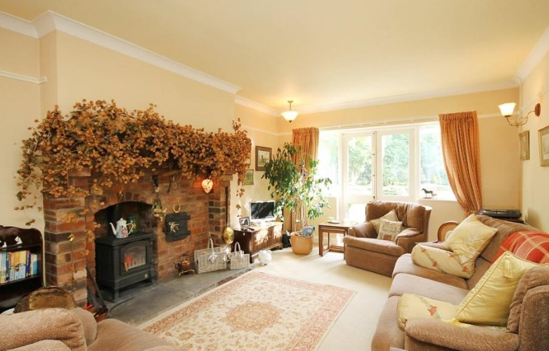 Beautiful family home in Stockton heath with huge garden and open plan kitchen could be yours
