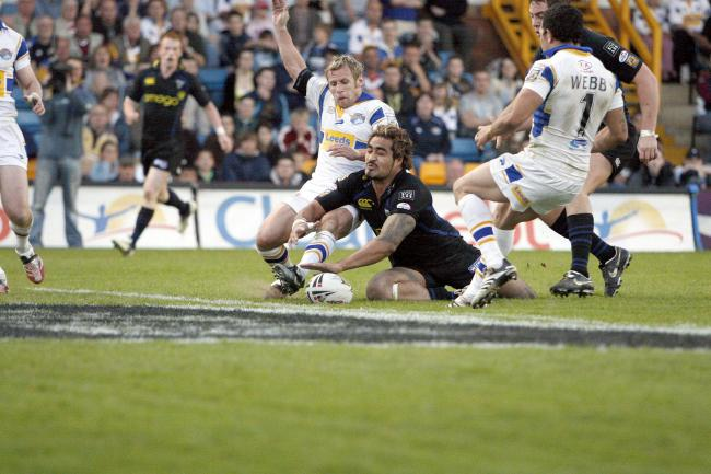 Rob Burrow in action against The Wire in 2007. Picture by Mike Boden