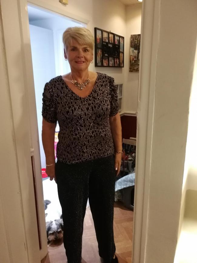 J'ai rejoint Slimming World Great Sankey le lundi de Pâques 2015. Il était diabétique de type 2 avec des injections d'insuline deux fois par jour. J'avais peur de ne pas vivre pour voir mes petits-enfants ou mes arrière-petits-enfants grandir. En 2 ans, j'avais perdu 4st 4 lbs et j'ai réussi à maintenir mon poids cible. J'ai pu quitter l'insuline en 5 mois. J'assiste toujours à Jenny Osborne Noon Rockers tous les lundis. J'y ai fait des amis pour la vie, j'ai remporté la femme de l'année à deux reprises, Miss Slinky et Diamond Target Member of the Year ont voté pour mes camarades de classe. Je fais partie d'un groupe de marcheurs fondé à Noon Rockers et mes amis SW sont amis pour la vie. Je suis tellement contente d'avoir franchi la porte de Jenny et je suis plus heureuse lorsque mes camarades de classe me voient comme une inspiration. Il approche de mon 70e anniversaire et je suis toujours un leader Brownie après 25 ans et je me sens en meilleure santé que jamais. Merci à Slimming World Great Sankey