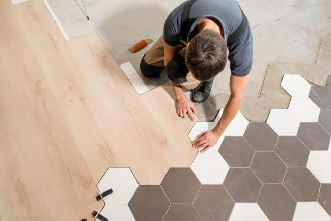 Explore the advantages of having laminate flooring in your home