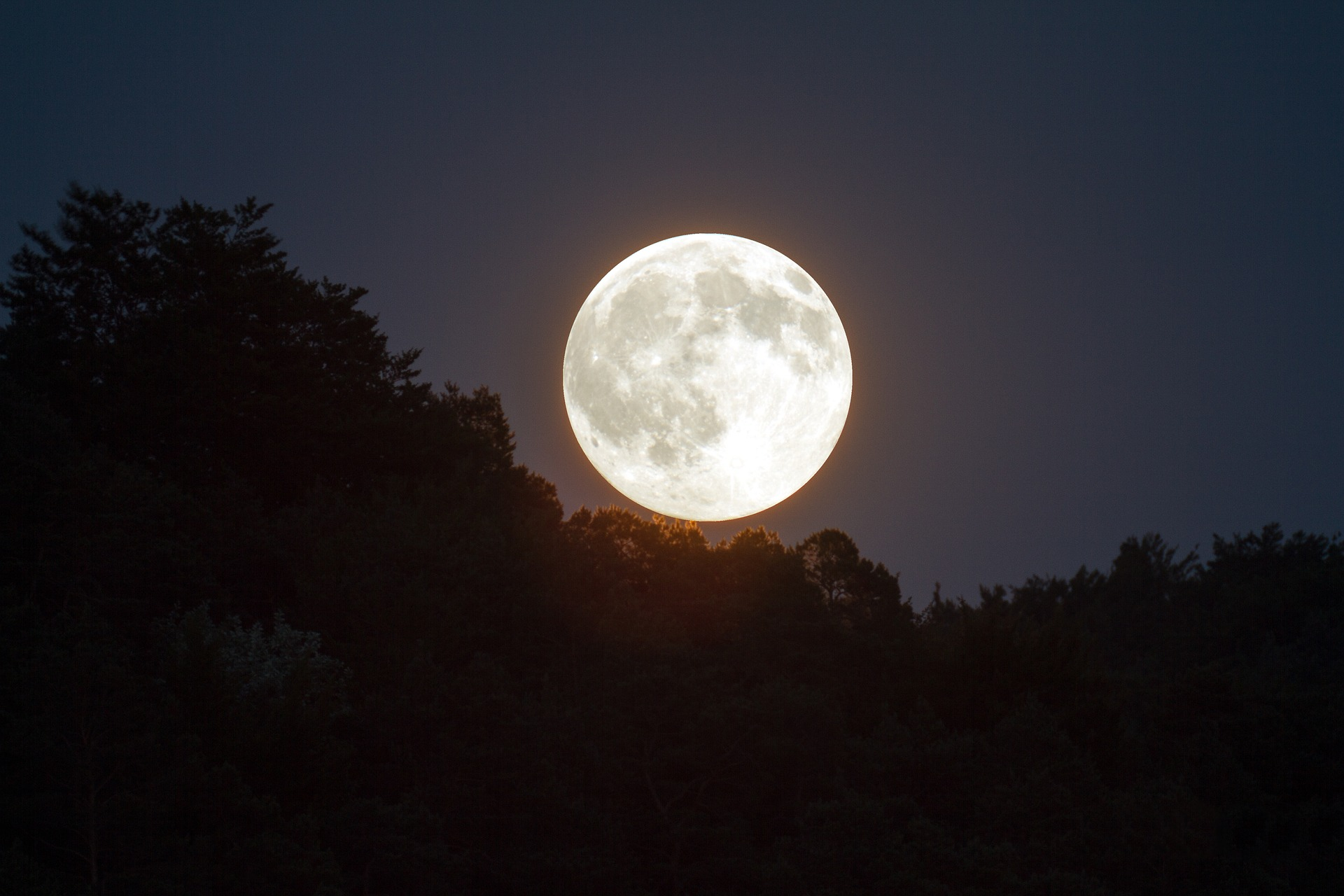 A super snow moon will appear this weekend - and here's how to see it