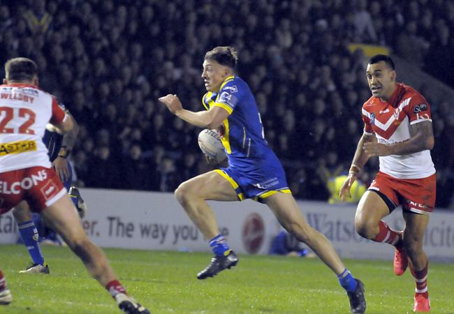 Matty Ashton sets off on a break against St Helens. Picture by Mike Boden