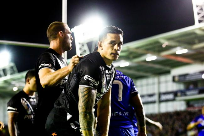 Picture by Alex Whitehead/SWpix.com - 27/10/2013 - Rugby League - Rugby League World Cup - New Zealand v Samoa - Halliwell Jones Stadium, Warrington, England - New Zealand's Sonny Bill Williams slips over the dead ball line while clear through and fai