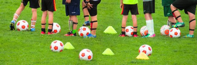 Primary school children banned from heading ball in football training