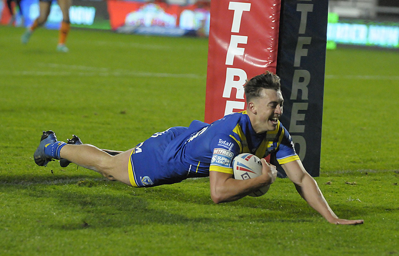 Matty Ashton scores against Castleford last year. Picture by Mike Boden