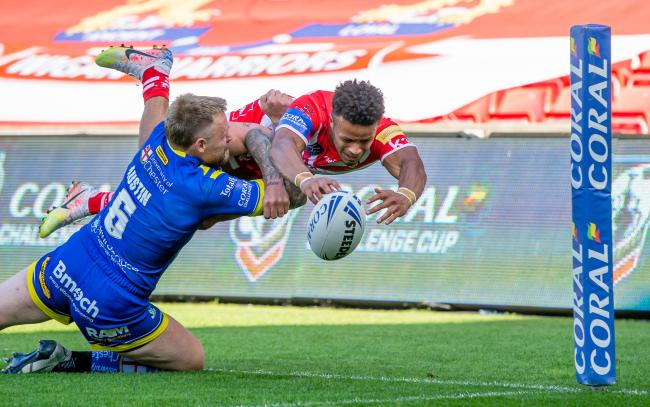 Picture by Allan McKenzie/SWpix.com - 19/09/2020 - Rugby League - Coral Challenge Cup Quarter Final - Warrington Wolves v St Helens - AJ Bell Stadium, Salford, England - Warrington's Blake Austin pushes St Helens's Regan Grace into touch before he