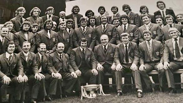 Players, coaches, directors of Warrington Wolves with the League Leaders' Rose Bowl in 1972/73