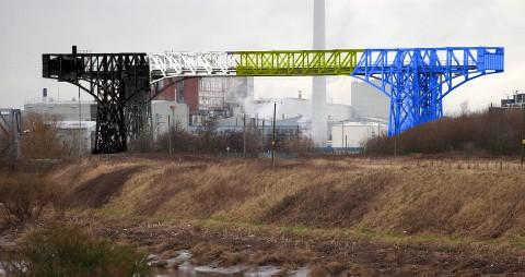 How the transporter bridge could look if it is painted in the colours of Warrington Wolves and Widnes Vikings rugby teams, as is being discussed