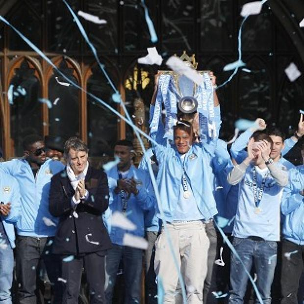 Vincent Kompany (with trophy)