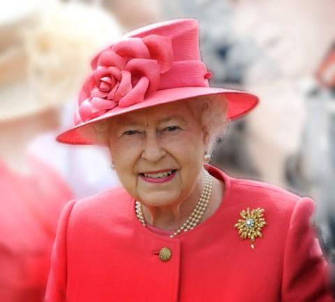 Disappointment as dignitaries block view of the Queen