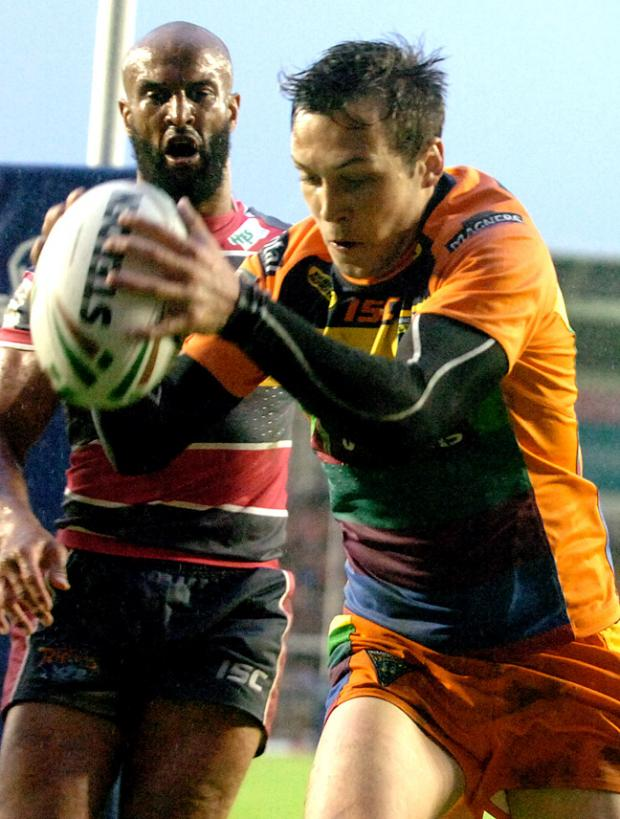 Gareth O'Brien's brace helped Wolves defeat Leeds Rhinos at a wet and windy Halliwell Jones Stadium