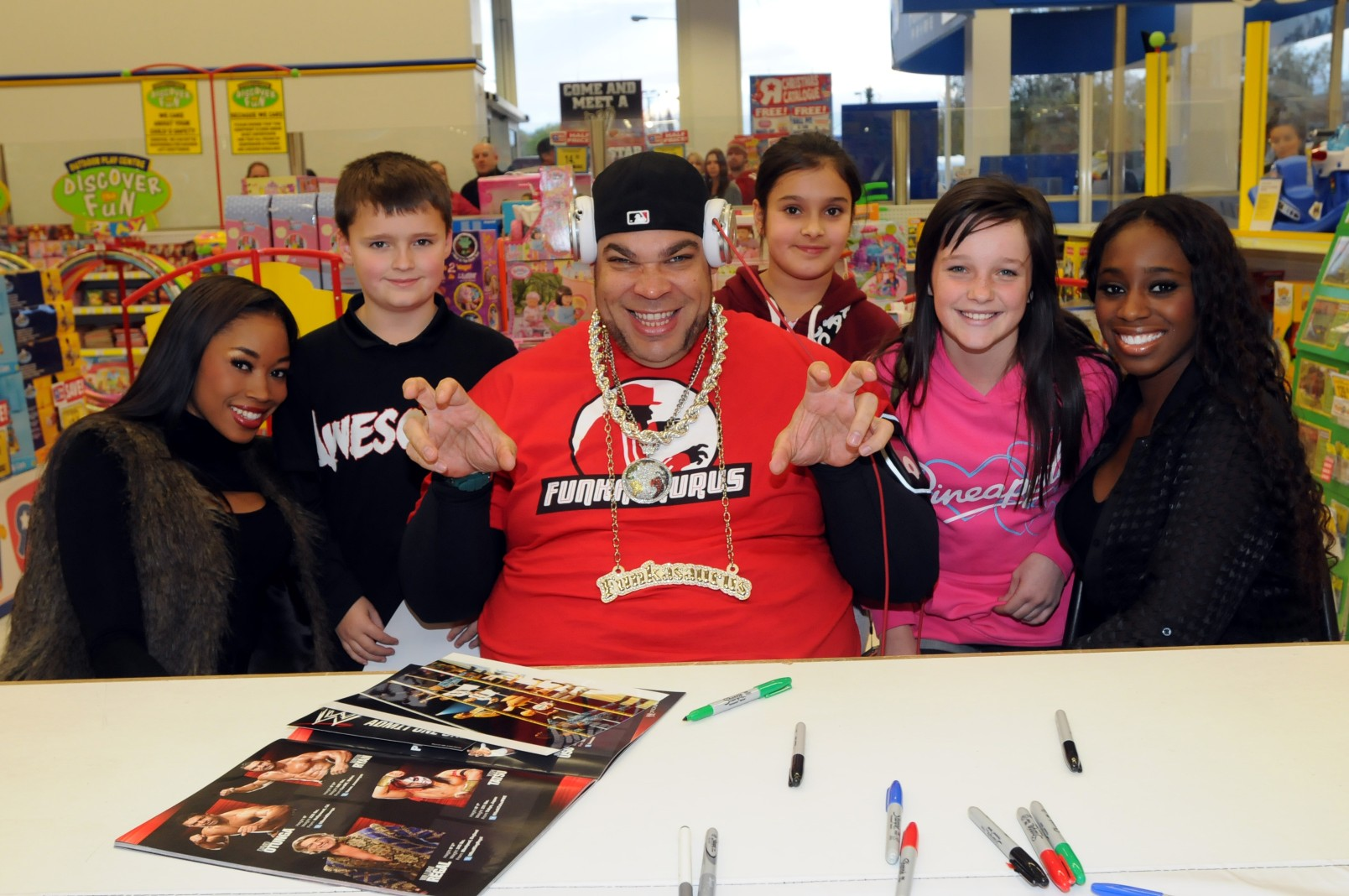Wrestling star hits town