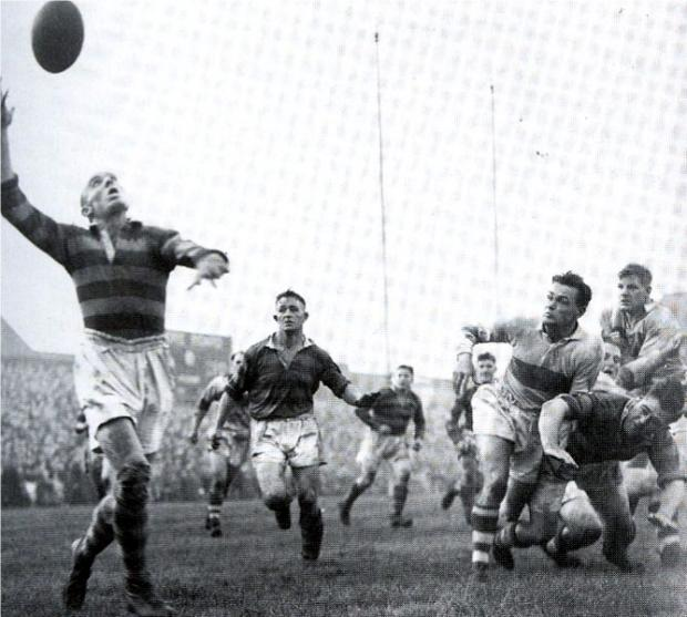 Brian Bevan attempts to hook in the ball after an offload