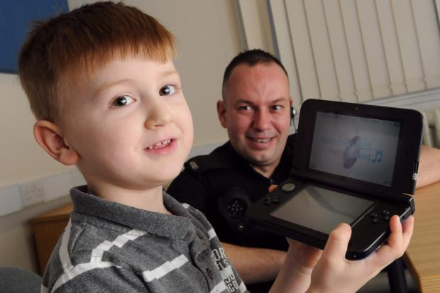 Police ensure happy Christmas for six-year-old