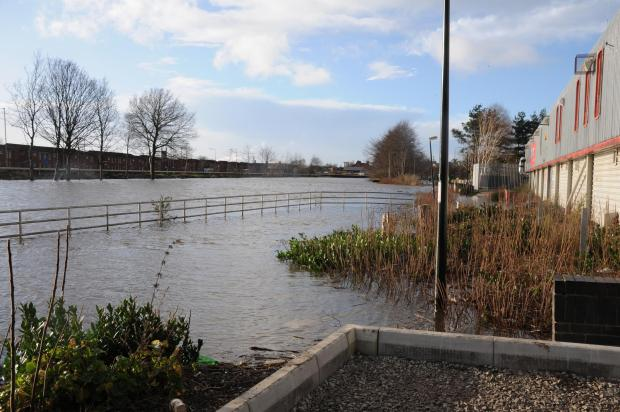 Warrington Guardian: Flood warning shuts retail park in Warrington