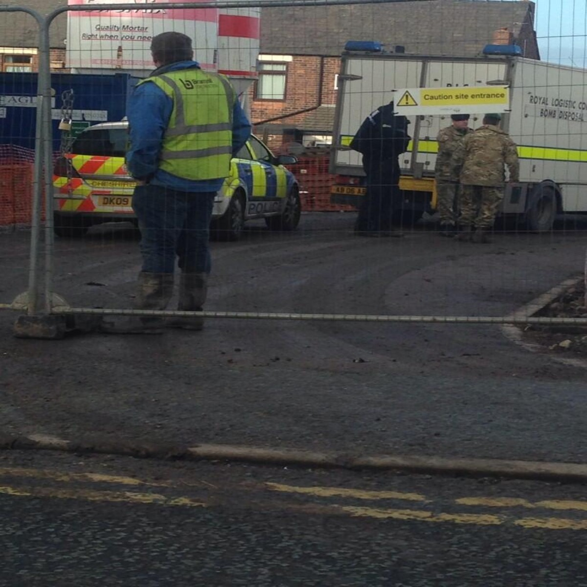 Bomb disposal unit called to Bewsey. Picture sent in by a reader