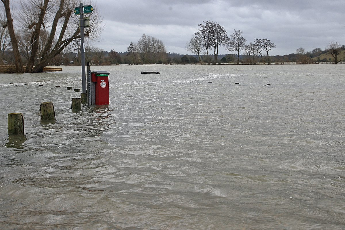 Search teams from Cheshire head to Surrey flood aid