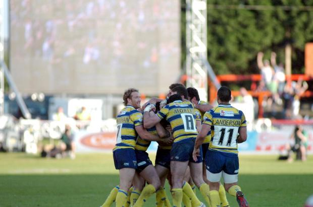 Warrington Guardian: Wolves celebrate Lee Briers' golden point drop goal at Hull KR in 2009