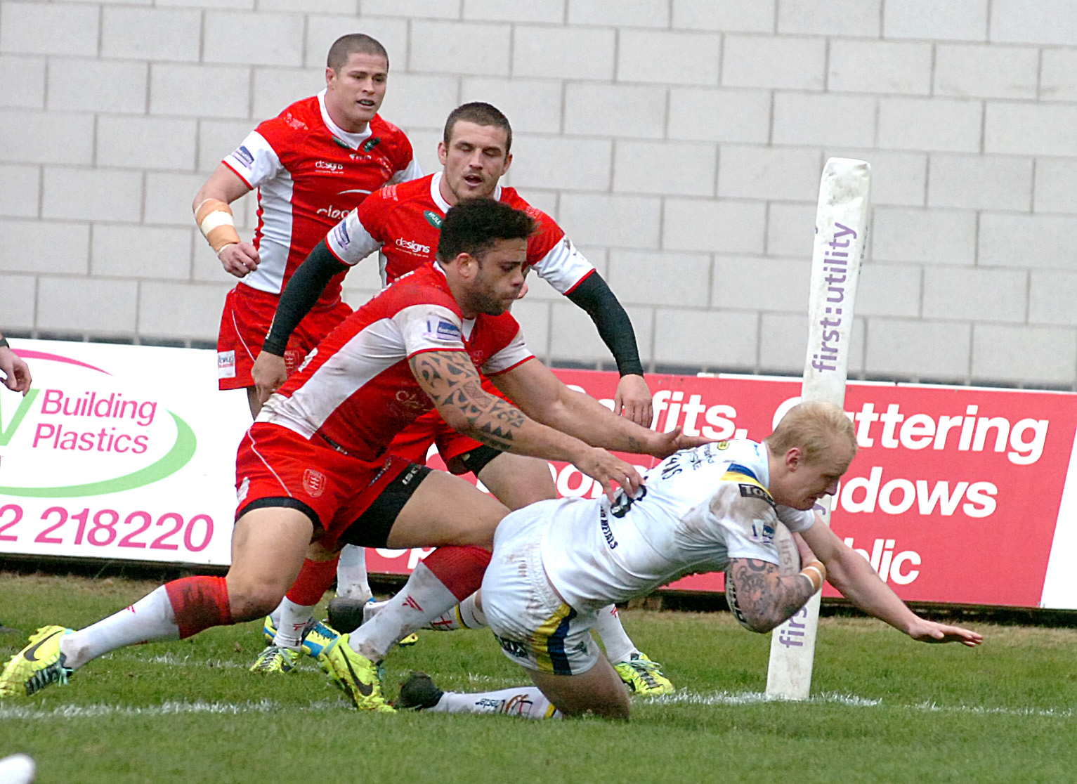 Rhys Evans' converted try at Hull KR put Wolves ahead for the first time after they had trailed 12-0. Picture by Mike Boden