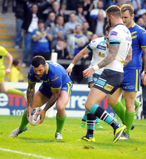 Chris Bridge's 100th try for Wolves. Picture by Mike Boden