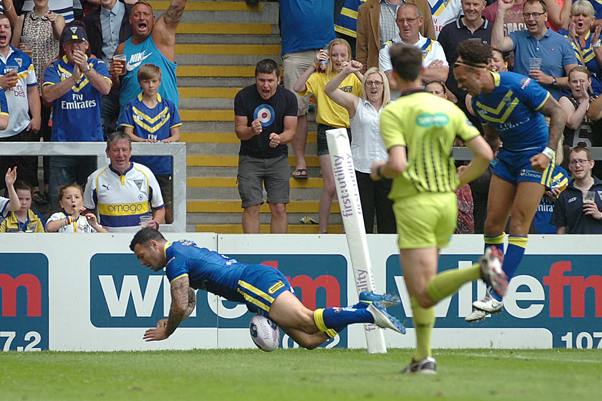 FULL TIME: PICTURES ADDED: Warrington Wolves 36 Salford Red Devils 20