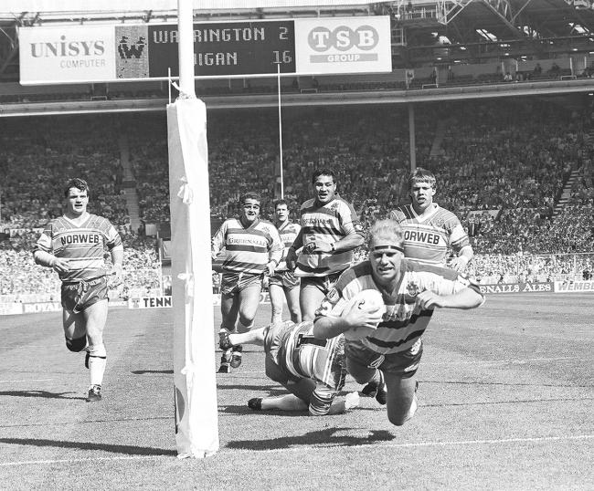A captain's try! Mike Gregory providing Wire with a lifeline try just before half time in the 1990 Challenge Cup Final at Wembley. Pictures by Eddie Fuller and Mike Boden