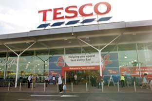 Warrington Guardian: Supermarket giants - Tesco and Sainsbury's can absorb the cost of fuel increasing because of their size. (26865-2 & 43492-a)