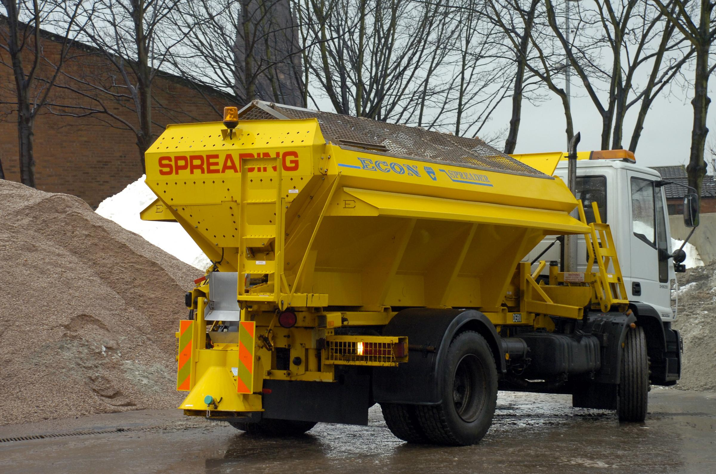 Gritters to hit the road as temperatures predicted to fall to -4c