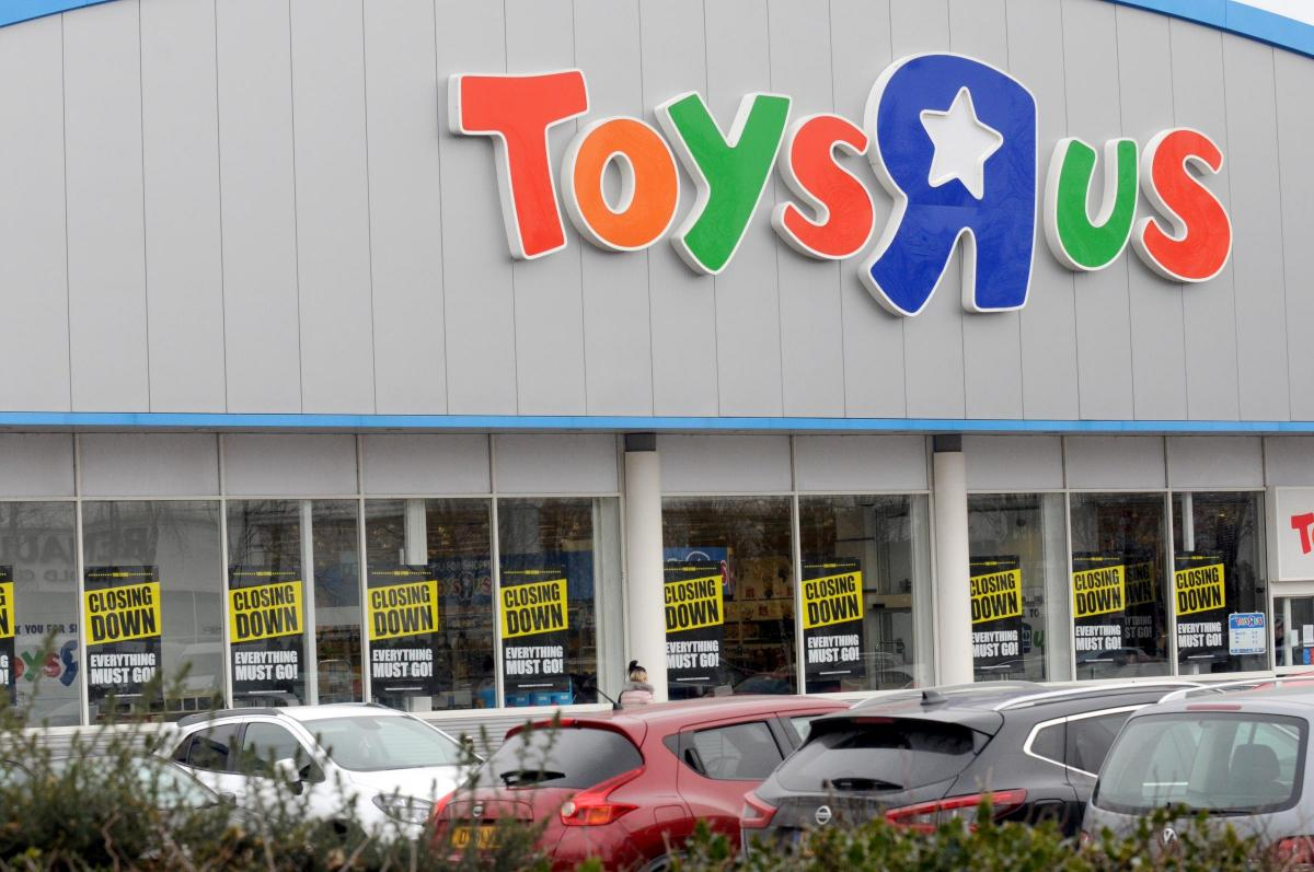 Closing Down Sale Launched At Warrington Toys R Us Store
