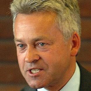 Warrington Guardian: Alan Duncan urged a rethink of post offices closure plans