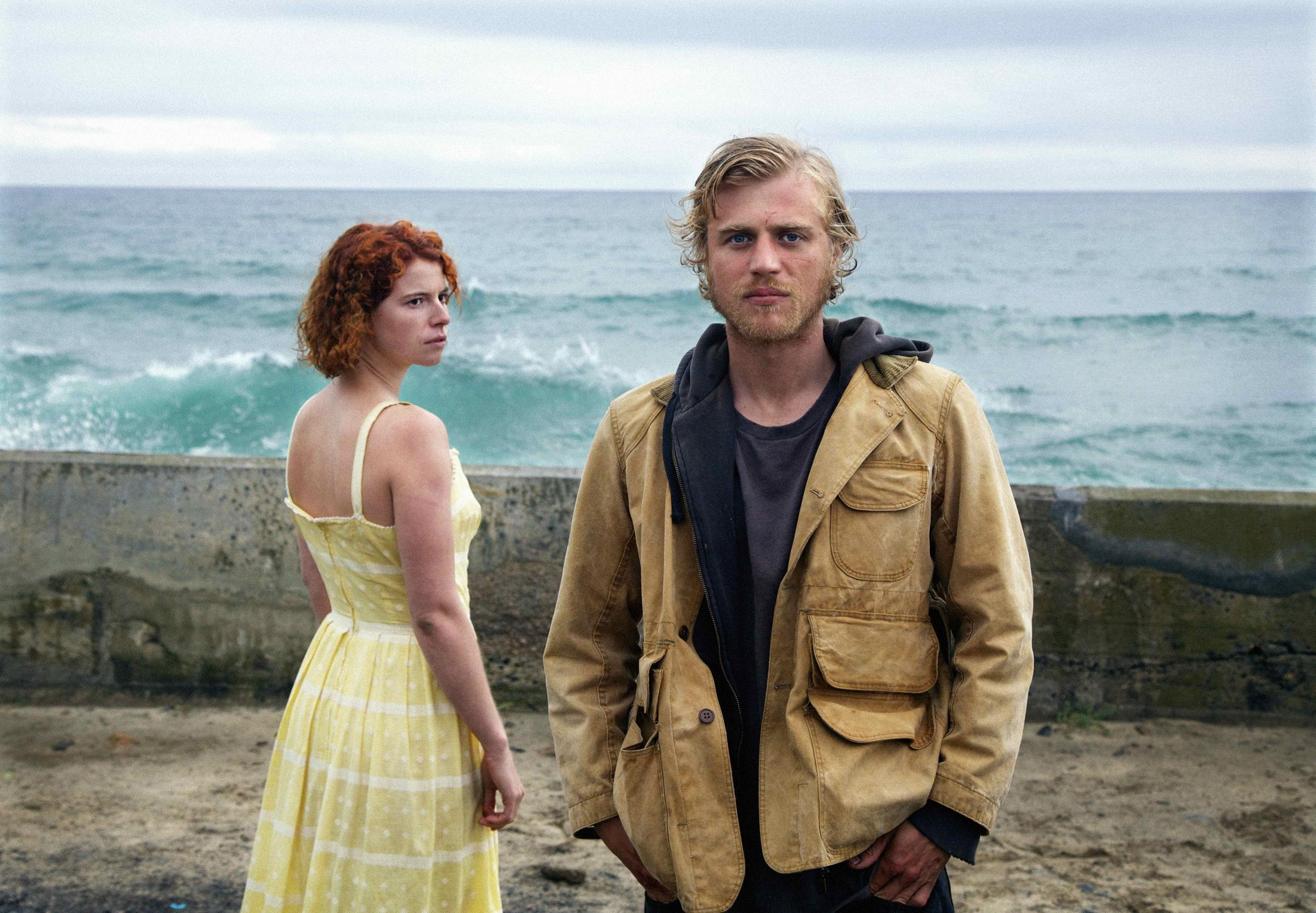 Jessie Buckley as Moll and Johnny Flynn as Pascal