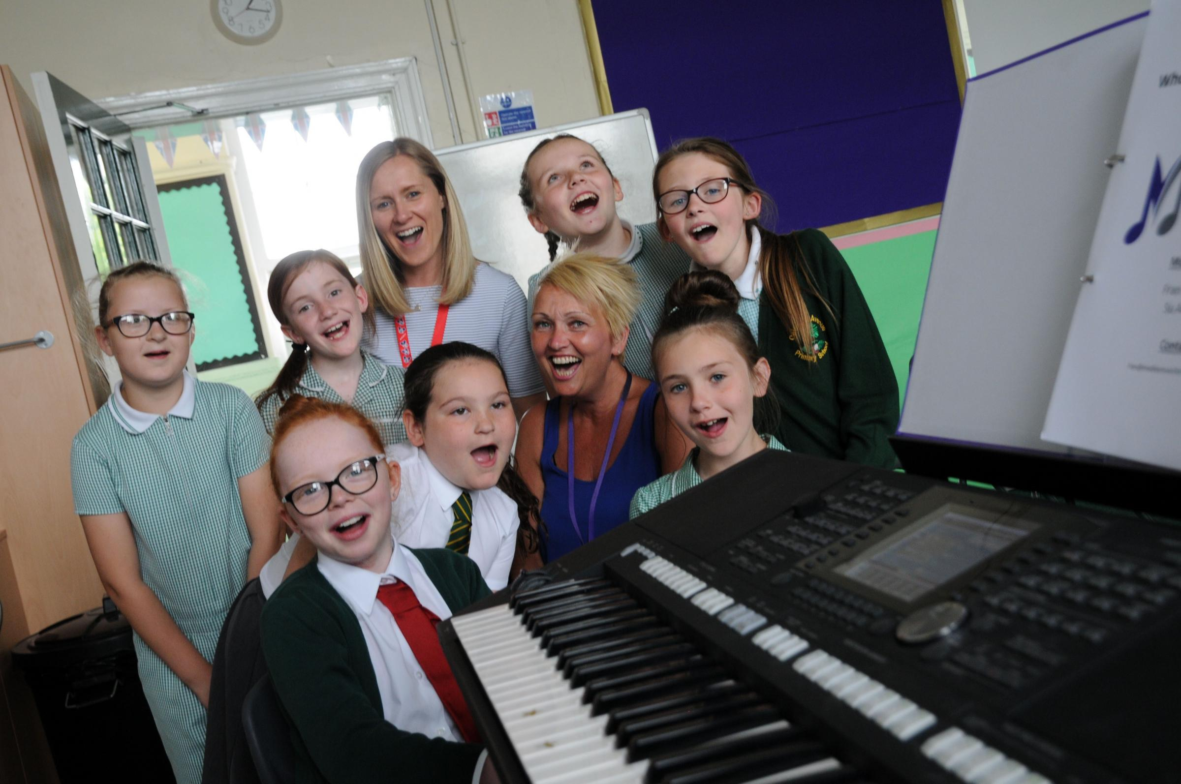 Fran Sixsmith from Medley Music for Schools rehearses with pupils at Oakwood Avenue Primary School