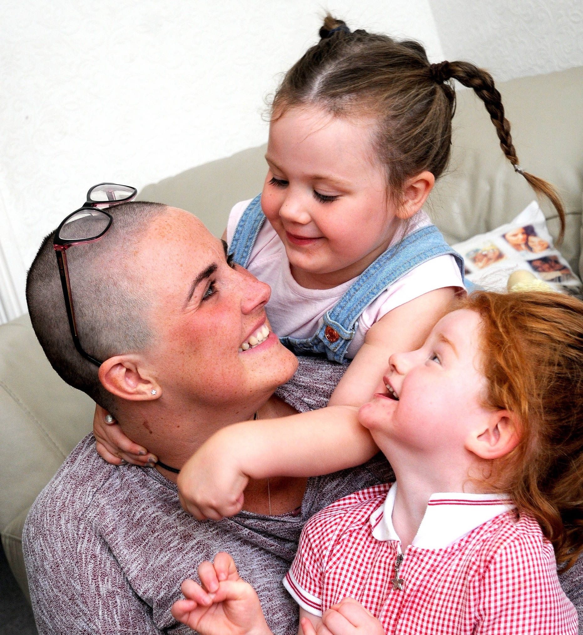 Mum-of-two Kirsty has been diagnosed with cancer. Her friend Charlotte has set up a fundraising page. Get family shots with the kids.