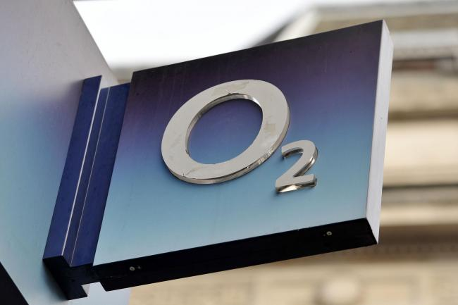 O2 to compensate customers over service outage (Nick Ansell/PA)