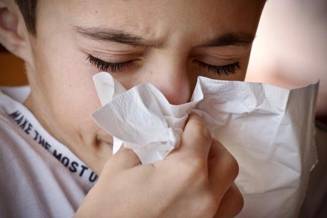 Asthma sufferers warned of 'pollen bomb' as weather heats up