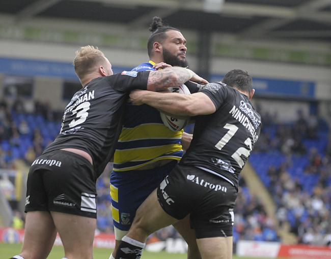 Ben Murdoch-Masila takes on the Hull FC defence. Picture by Mike Boden